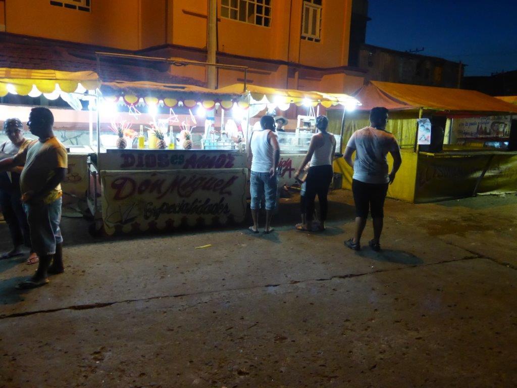 קובה אוכל רחוב מיצים וקוקטיילים