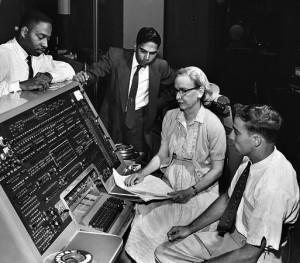 גרייס מסבירה את תכנות המחשב UNIVAC Flickr commons.wikimedia.org