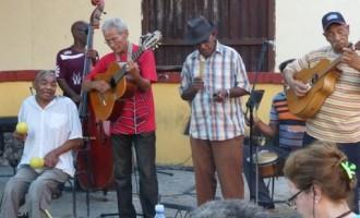 מוזיקה, רום, ערים יפהפיות וגם עוני