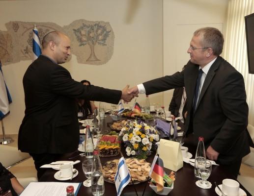 """שרי החינוך של ישראל וגרמניה חתמו הסכם שת""""פ"""