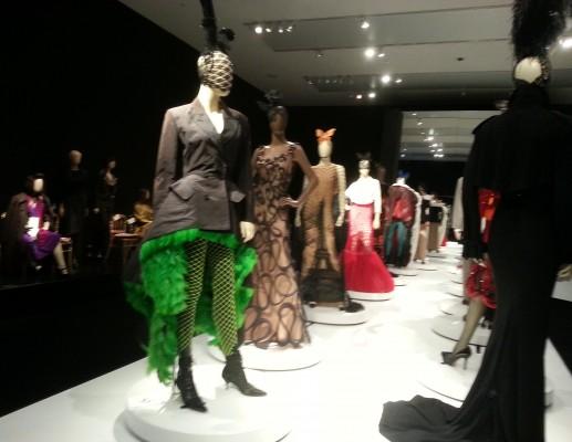 אמנות אופנתית ואופנה אמנותית