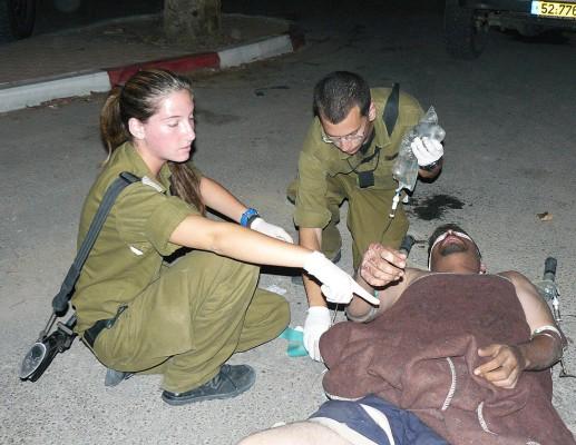 לטפל קודם בפצוע קשה, גם אם הוא מחבל?