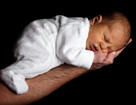ניגוב ישבן התינוק