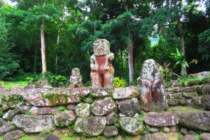 3 פסלי אבן עתיקים