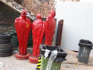 פסלים אדומים