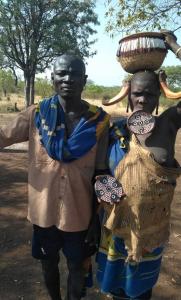 בני זוג בלבוש מסורתי