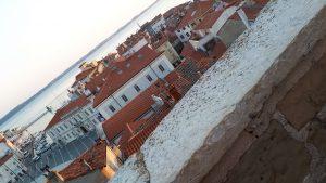 בתי העיירה והחוף