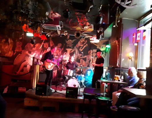 מועדון ג'אז אחר וראוי